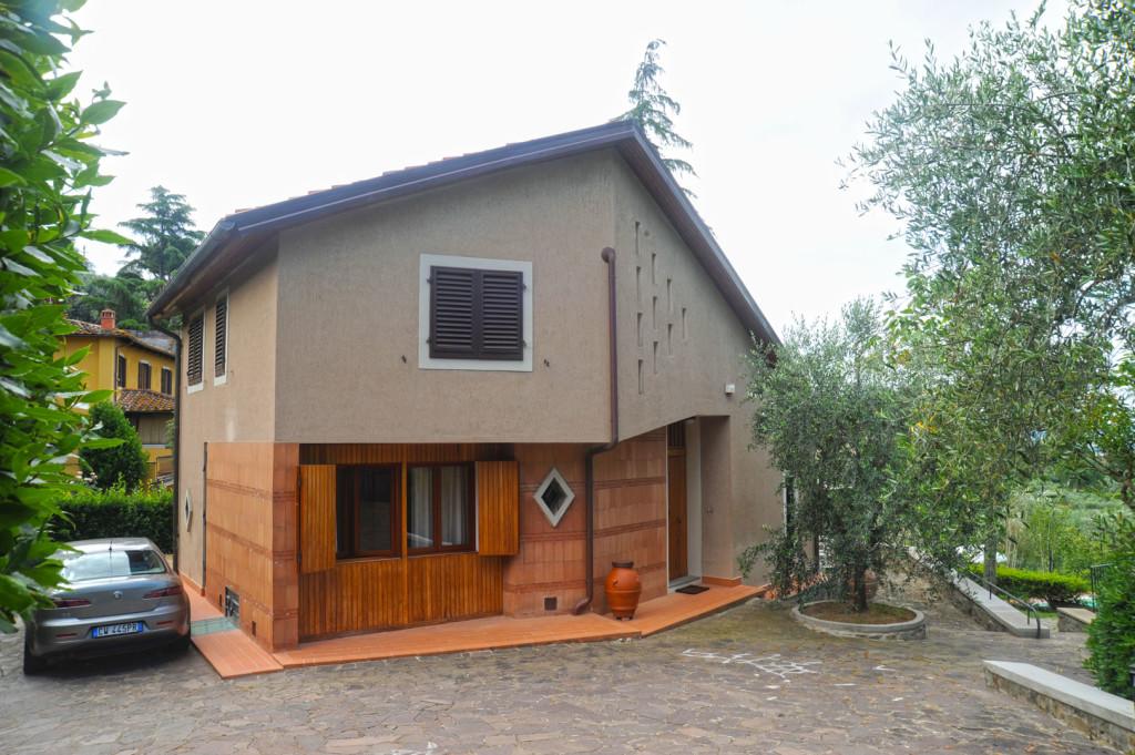 Villa in affitto a settignano firenze for Seminterrato finito in affitto vicino a me